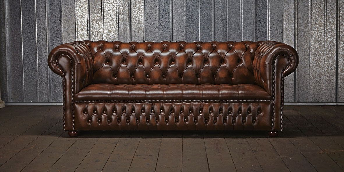 Superieur ... Became The Halls Of The British Houses Of High Society And Then  Popularized To Become An Icon Of British Decor And Classic English Sofa Par  Excellence.