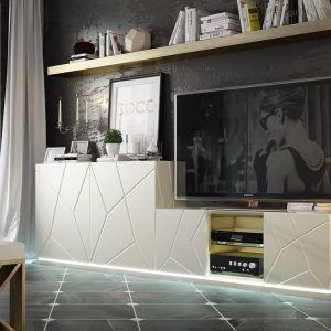 Composition TV lounge