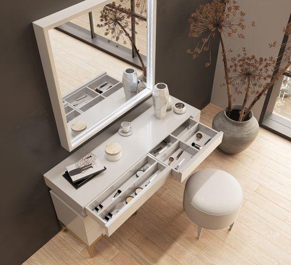 Dresser Detail PR67
